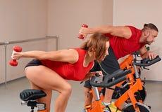 室内bycicle循环的体操 库存照片