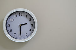 室壁钟时间是在2:30 免版税库存照片