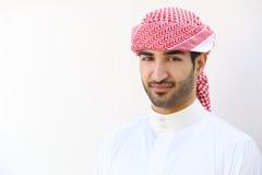 室外一个阿拉伯沙特的人的画象 免版税库存图片