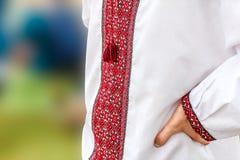室外乌克兰传统刺绣的衬衣 免版税图库摄影