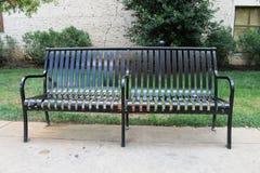 室外公园长椅 免版税库存图片