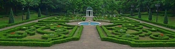 室外凡尔赛在Yeomiji植物园,济州海岛,韩国称呼了几何上对称欧洲庭院 库存照片