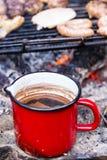 室外咖啡金属罐 库存照片