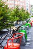 室外咖啡馆在圣诞节时间的欧洲城市 库存照片