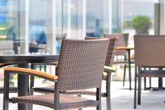 室外咖啡馆的家具 免版税库存图片