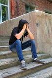 室外哀伤的少年 免版税库存照片