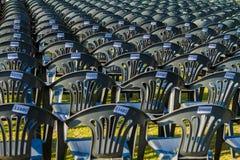 室外多把的椅子,许多椅子 库存照片