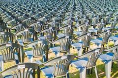 室外多把的椅子,许多椅子 免版税图库摄影
