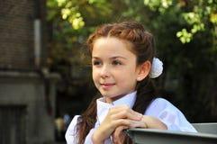 室外学校的女孩 免版税库存照片