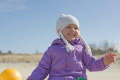 室外快乐的儿童的女孩 免版税图库摄影