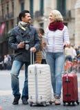 室外成熟游人的夫妇 免版税库存图片
