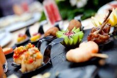室外承办酒席和coctel 食物事件和庆祝 免版税库存照片