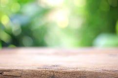 室外木桌视图 图库摄影