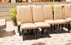 室外椅子的位子 免版税库存照片