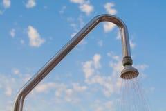 室外淋浴喷头 库存照片