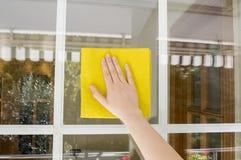 室外清洁的玻璃 免版税库存照片
