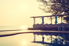 室外游泳池在旅馆和手段里 免版税图库摄影