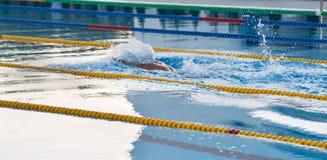 室外游泳池的游泳者在Kranevo,保加利亚 库存图片