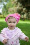 室外的女婴 免版税库存图片