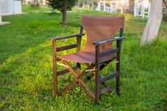 室外的家具 椅子在旅馆庭院邀请您放松 库存照片