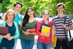 室外的小组学生 免版税图库摄影