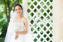室外的新娘在一个早晨 库存照片