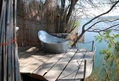 室外的浴缸 免版税库存照片