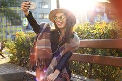 室外秀丽画象妇女,时装模特儿,俏丽的女孩,街道样式 库存照片