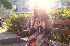 室外秀丽画象妇女,时装模特儿,俏丽的女孩,街道样式 免版税库存图片