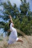 室外称呼星期日瑜伽 免版税库存图片