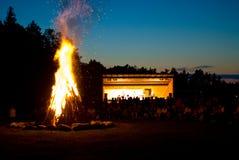 室外篝火的音乐会 免版税库存照片