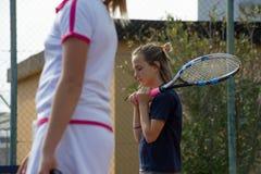 室外网球的学校 免版税库存照片