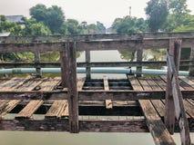 室外老木桥梁 库存图片