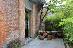 室外茶位子在redtory创造性的庭院,广州,瓷里 免版税库存照片