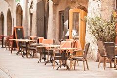室外街道咖啡馆 免版税库存照片