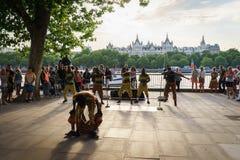 室外街道的舞蹈家 免版税库存图片