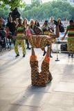 室外街道的舞蹈家 库存图片