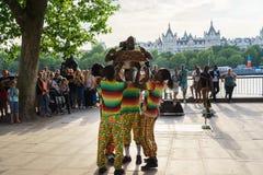 室外街道的舞蹈家 免版税库存照片