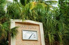 室外迈阿密海滩的时钟 库存图片