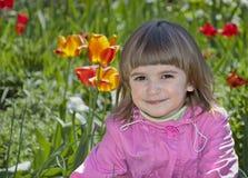 室外逗人喜爱的小女孩 免版税图库摄影