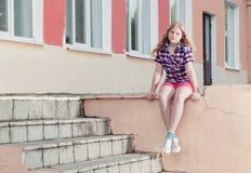 室外青少年的女孩 免版税库存图片