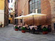 室外餐馆在卢卡意大利 免版税库存图片