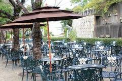 室外餐馆在手套贩卖商庭院,长崎,日本里 免版税库存照片