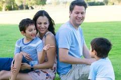 室外年轻人种间家庭的乐趣 库存图片