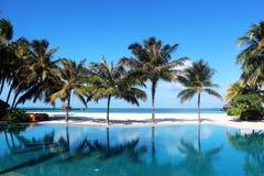 室外水池在马尔代夫 库存照片