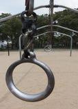 室外锻炼圆环 库存图片