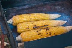室外Griled的玉米- 库存照片