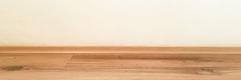 室木地板透视,难看的东西柔和的淡色彩绘了混凝土墙并且涂了清漆木层压制品的板条grou 背景老空间 W 库存照片