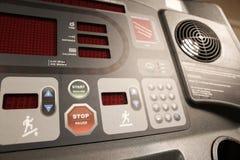 室用健身房设备在体育俱乐部、体育俱乐部健身房、健康和休息室 库存照片