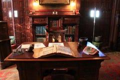 室的华美的图象有黑暗的木家具的,里查森降低议院, Oswego,纽约, 2016年 库存照片